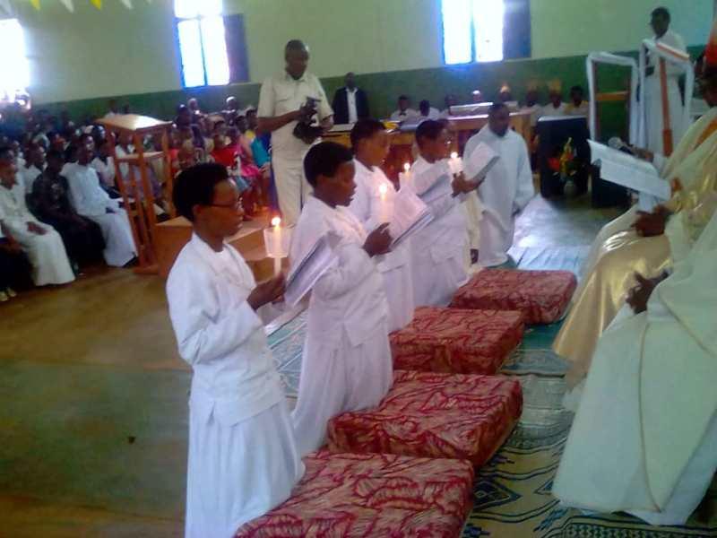Quatro sorelle del Burundi si consacrano al Signore